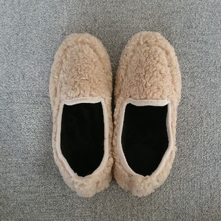 ディーホリック(dholic)のぶんぶんさま ボア フラット ファー シューズ 靴 24cm 新品(スリッポン/モカシン)