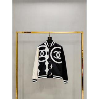 CHANEL - 新しいトレンドの黒と白のコート