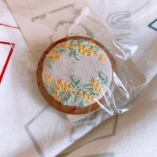 サマンサモスモス(SM2)の刺繍ブローチ(ブローチ/コサージュ)