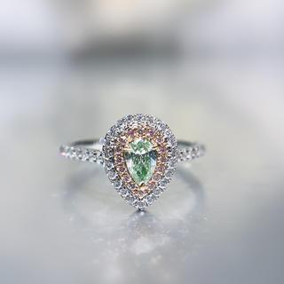 小粒ペアシェイプイエローグリーンダイヤモンド指輪(リング(指輪))
