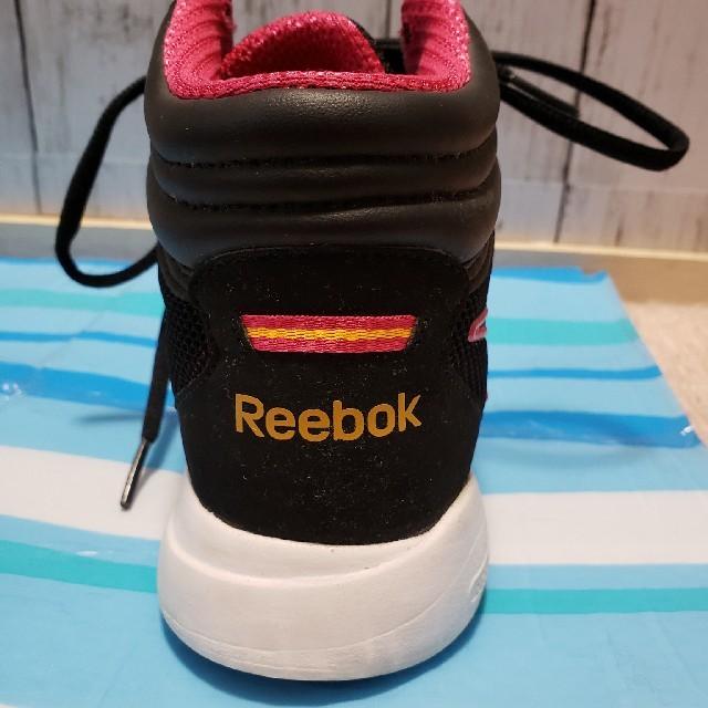 Reebok(リーボック)のリーボック ハイカット23、5センチ少し横幅が狭く小さい レディースの靴/シューズ(スニーカー)の商品写真