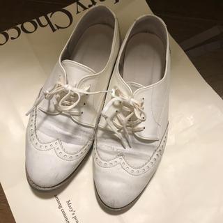 リゾイ(REZOY)のホワイト マニッシュシューズ(ローファー/革靴)