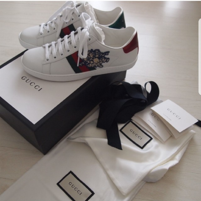 Gucci(グッチ)の新品国内直営店購入 GUCCI グッチ エース三匹の子ぶたスニーカーディズニー レディースの靴/シューズ(スニーカー)の商品写真