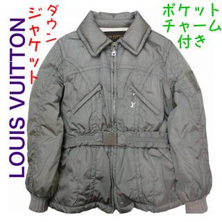 ルイヴィトン(LOUIS VUITTON)のヴィトン  LVチャーム付き ダウンジャケット ダウン ブルゾン フェザー(ダウンジャケット)