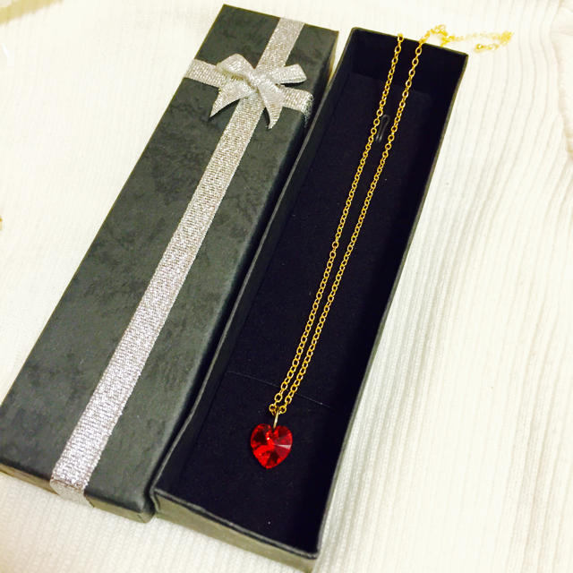 スワロフスキーのネックレス+ギフトbox レディースのアクセサリー(ネックレス)の商品写真