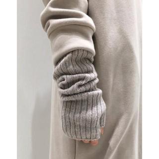 アパルトモンドゥーズィエムクラス(L'Appartement DEUXIEME CLASSE)の新品L'Appartement ジョンストンズ KNIT GLOVE グレーB (手袋)