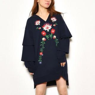 ロデオクラウンズ(RODEO CROWNS)のロデオクラウンズ カラフル花柄刺繍デザイン ドルマンビッグトレーナー ワンピース(その他)