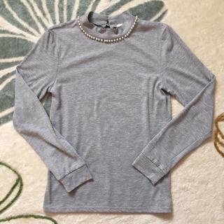 ジーユー(GU)のGU*パール付ハイネックTグレー(Tシャツ(長袖/七分))