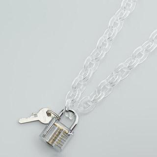 バレンシアガ(Balenciaga)のfeather pendants 南京錠 ネックレス(ネックレス)