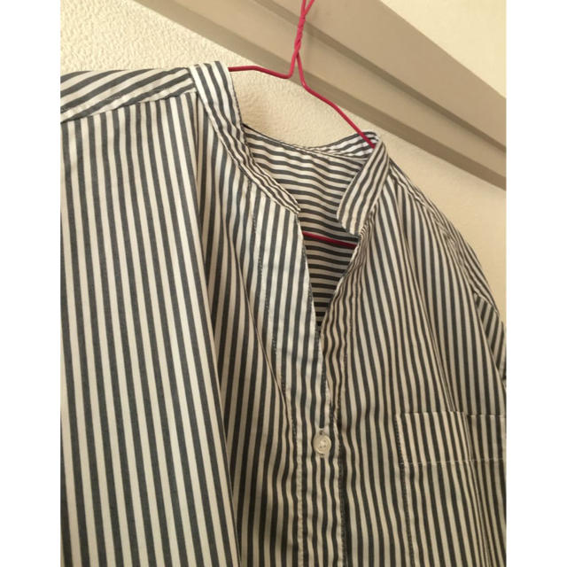 GU(ジーユー)の半袖シャツ 紺ストライプ S GU レディースのトップス(シャツ/ブラウス(半袖/袖なし))の商品写真