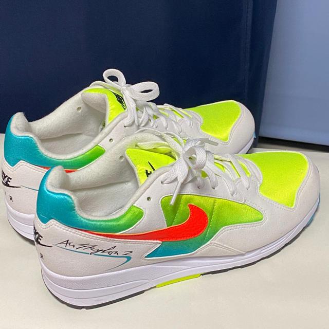 NIKE(ナイキ)のナイキ エアスカイロン2 ホワイト イエロー 27.5cm メンズの靴/シューズ(スニーカー)の商品写真