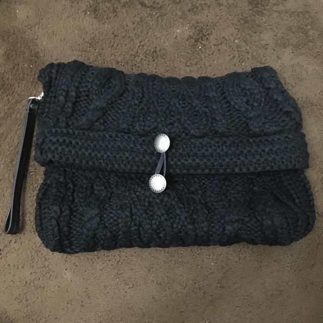 GU(ジーユー)のGUニットクラッチバッグ黒★新品★ レディースのバッグ(クラッチバッグ)の商品写真