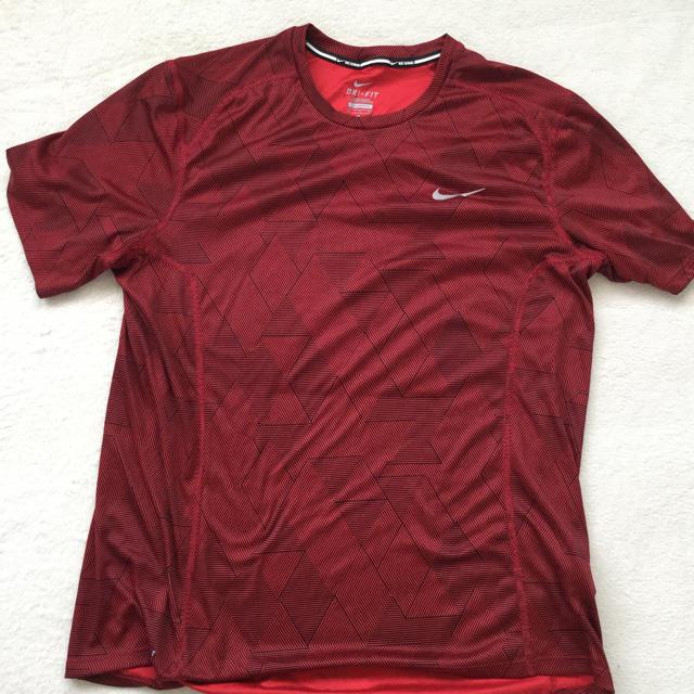 NIKE(ナイキ)のナイキ Tシャツ スポーツ/アウトドアのランニング(ウェア)の商品写真