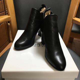 ニジュウサンク(23区)の23区 ショートブーツ(ブーツ)