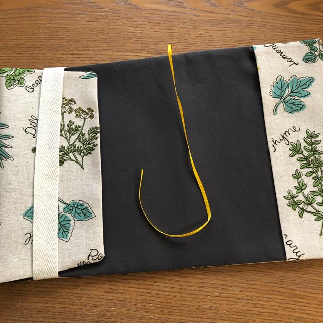 ブックカバー 単行本サイズ ハーブ 北欧風 ハンドメイドの文具/ステーショナリー(ブックカバー)の商品写真
