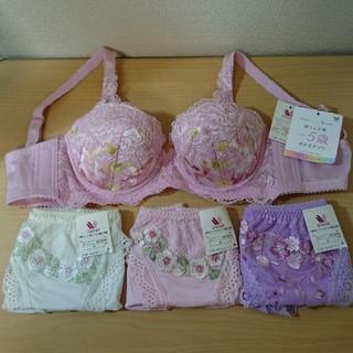 ワコール(Wacoal)の新品⭐ ワコール 胸もと年齢-5歳をめざすブラ 日本製刺繍ショーツ3枚セット  (ブラ&ショーツセット)