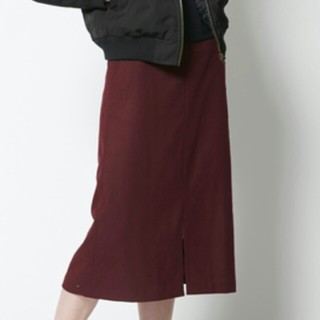 ティティベイト(titivate)のフロントスリット台形スカート(ひざ丈スカート)