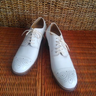 未使用 KISSX 上質白シューズ(ローファー/革靴)