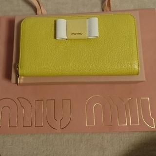 ミュウミュウ(miumiu)の新品☀️ miumiu リボンロゴ 長財布 イエロー(長財布)