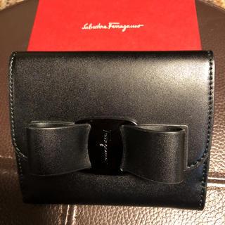 サルヴァトーレフェラガモ(Salvatore Ferragamo)の【Ferragamo】ヴァラブラックリボン❣️新品ブラック&ピンク お値引き可(財布)