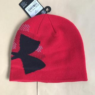 アンダーアーマー(UNDER ARMOUR)のアンダーアーマー ニット帽 ビーニー 赤 定価3080円(ニット帽/ビーニー)