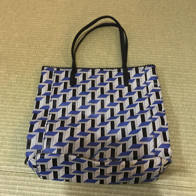 BCBGMAXAZRIA(ビーシービージーマックスアズリア)の【新品】BCBG  ENERATION トートバッグ レディースのバッグ(トートバッグ)の商品写真