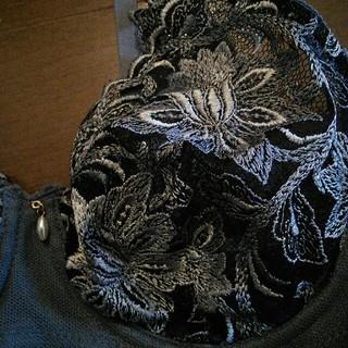 B70   グレー 刺繍ブラジャー ワイヤー (ブラ)