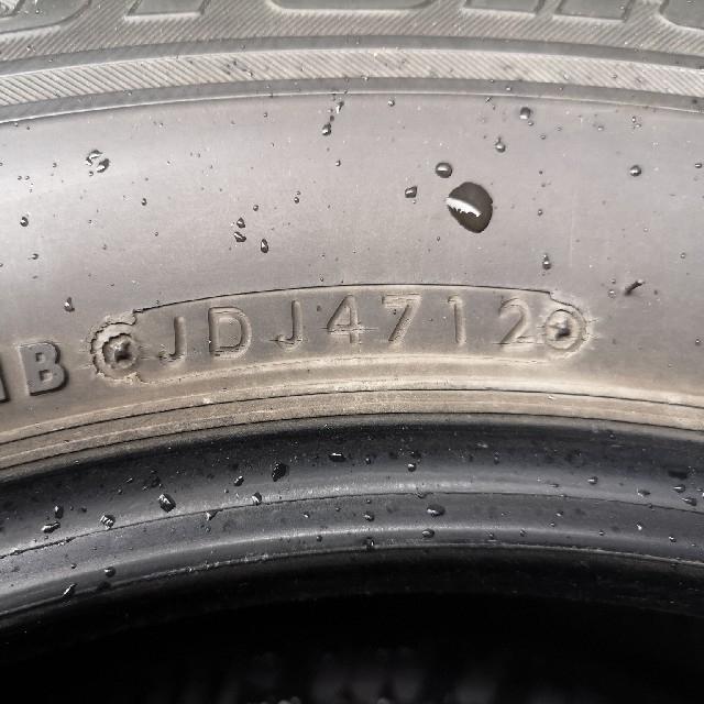 BRIDGESTONE(ブリヂストン)の中古品ブリジストン・ブリザック REVO GZ 215/65R16タイヤ4本 自動車/バイクの自動車(タイヤ)の商品写真