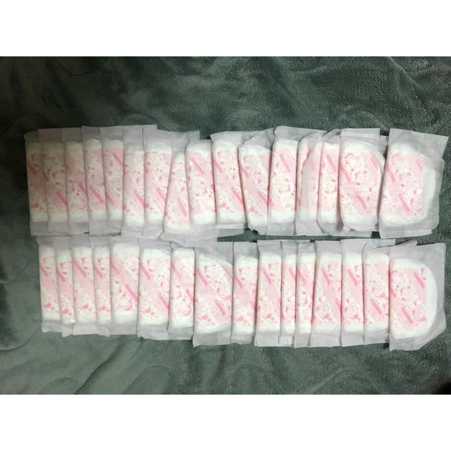 アカチャンホンポ(アカチャンホンポ)の母乳パッド 32枚 アカチャンホンポ  キッズ/ベビー/マタニティの洗浄/衛生用品(母乳パッド)の商品写真