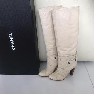 シャネル(CHANEL)のシャネル レザーブーツ ホワイト ワイルドステッチ  ココマーク  35(ブーツ)
