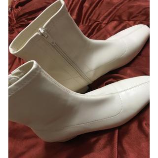ザラ(ZARA)のホワイト ブーツ(ブーツ)
