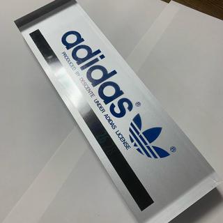 アディダス(adidas)のアディダス ライセンスプレート(置物)