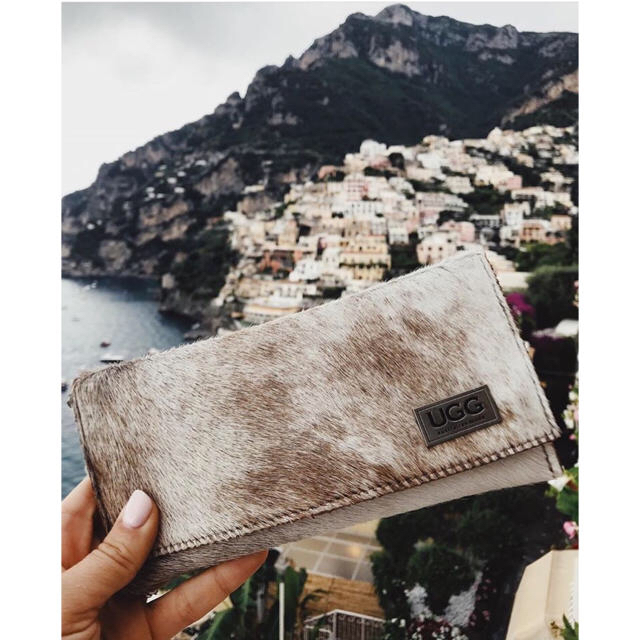 UGG(アグ)の【オリジナル】アグ  UGG カーフスキン 財布 牛革 新品 レディースのファッション小物(財布)の商品写真