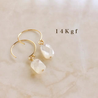 TOGA - 14kgf/K14gf ホワイトシェル一粒ピアス/天然石ピアス