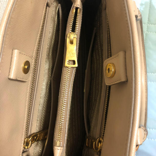PRADA(プラダ)のPRADA🌸サフィアーノ💝ベージュ レディースのバッグ(ハンドバッグ)の商品写真