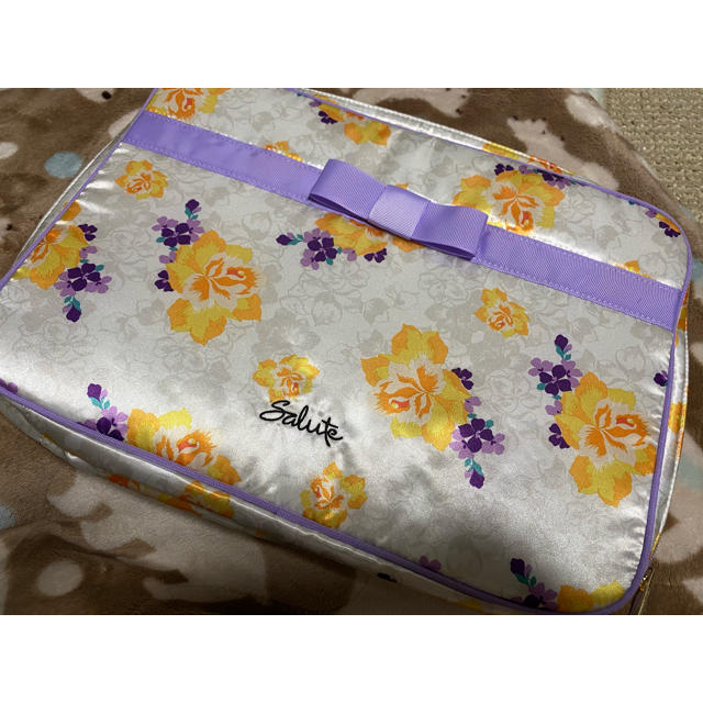 Wacoal(ワコール)のsalute ノベルティ トラベルポーチ バッグ レディースのファッション小物(ポーチ)の商品写真