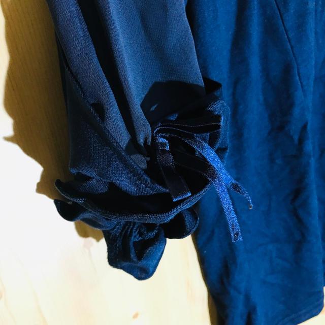 axes femme(アクシーズファム)のアクシーズファム 5部丈 ブラウス M ネイビー スリットボリューム袖 レディースのトップス(シャツ/ブラウス(半袖/袖なし))の商品写真