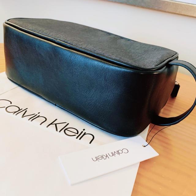 Calvin Klein(カルバンクライン)の★Calvin Klein 収納たっぷりのメンズ軽量型ビッグロゴセカンドバッグ メンズのバッグ(セカンドバッグ/クラッチバッグ)の商品写真