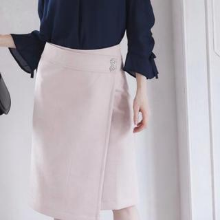 トッコ(tocco)のトッコクローゼット☆新品未使用スカート☆フラワービジュー付きラップタイトスカート(ひざ丈スカート)