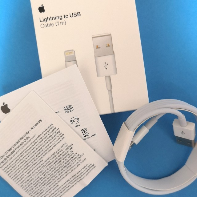 Apple(アップル)のApple純正 ライトニングケーブル 1m 2本 箱入り スマホ/家電/カメラのスマートフォン/携帯電話(バッテリー/充電器)の商品写真