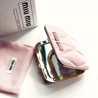 ミュウミュウ(miumiu)のmiumiu ミュウミュウ香水のノベルティー ミラー 鏡 ピンク (ミラー)