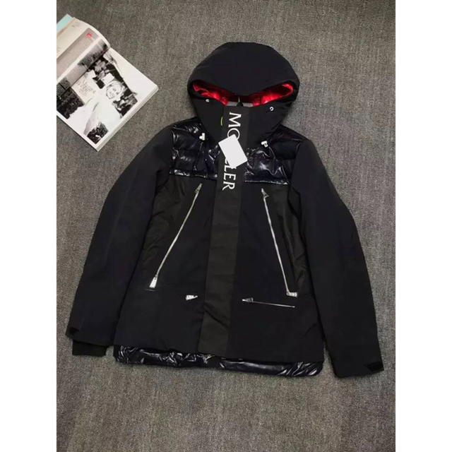 MONCLER(モンクレール)のモンクレールダウンジャケット メンズのジャケット/アウター(ダウンジャケット)の商品写真