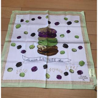 ラデュレ(LADUREE)のラデュレ  マカロン ハンカチ 刺繍付き グリーン&ホワイト(ハンカチ)