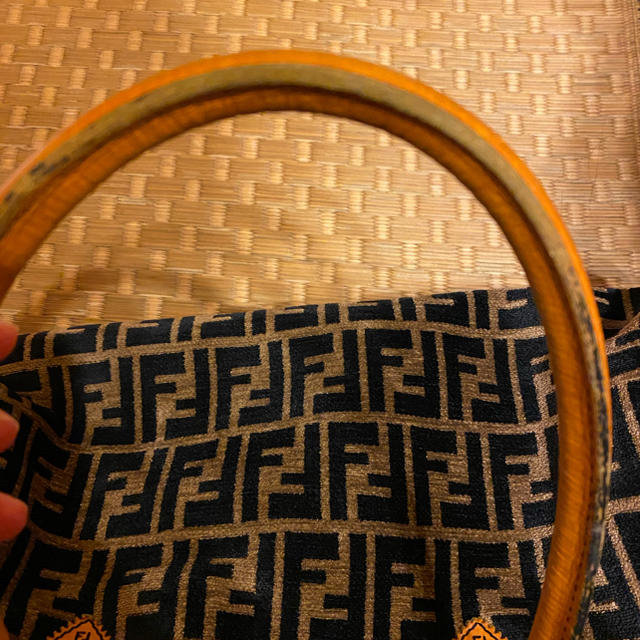 FENDI(フェンディ)のFENDI フェンディ ズッカ柄 パイル地 レザーハンドバッグ レディースのバッグ(ハンドバッグ)の商品写真