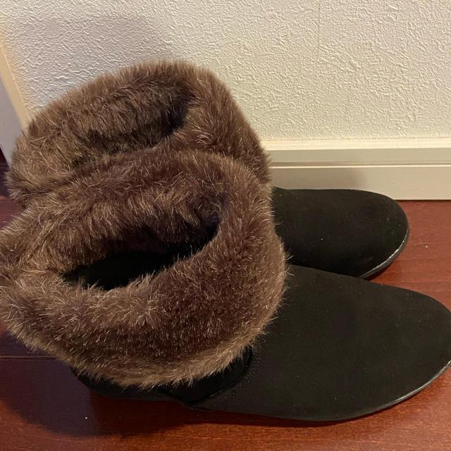 velikoko(ヴェリココ)のラクチンきれいシューズ ヴェリココ ファーショートブーツ 未使用 21.5cm レディースの靴/シューズ(ブーツ)の商品写真