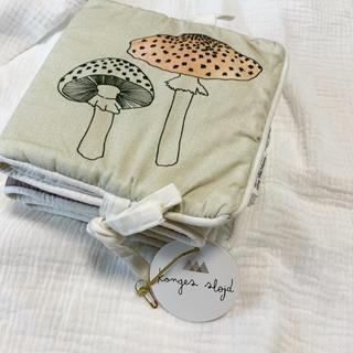 プチバトー(PETIT BATEAU)のKonges Sloejd Fabric book Girlコンゲススロイド絵本(その他)
