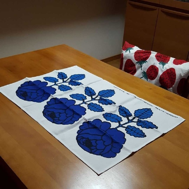 marimekko(マリメッコ)のmarimekko エプロン&ティータオル セット インテリア/住まい/日用品のキッチン/食器(テーブル用品)の商品写真