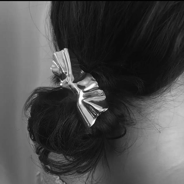 Ron Herman(ロンハーマン)の変形 ねじりバレッタ シルバー レディースのヘアアクセサリー(バレッタ/ヘアクリップ)の商品写真