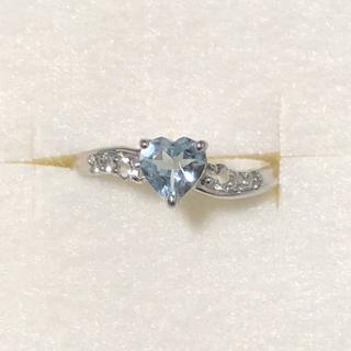ジュエリーツツミ(JEWELRY TSUTSUMI)のK10WG アクアマリン&ホワイトトパーズハートウェーブリング 指輪(リング(指輪))