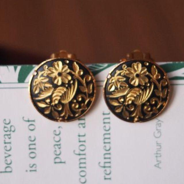 H.P.FRANCE(アッシュペーフランス)のスペインヴィンテージ 金箔イヤリング レディースのアクセサリー(イヤリング)の商品写真